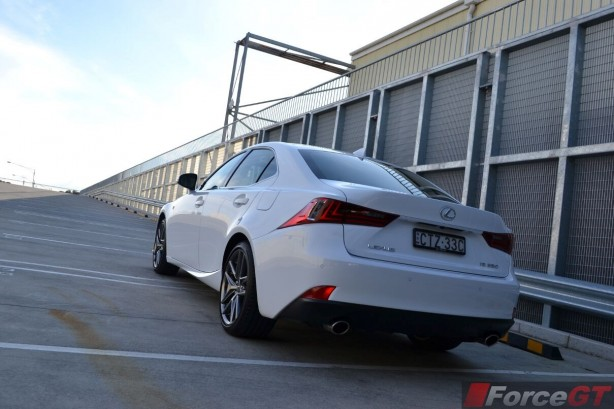 2015-lexus-is350-f-sport-rear-quarter3