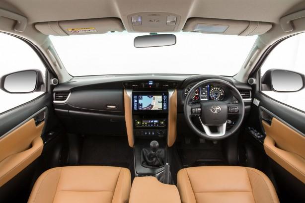 2015-toyota-fortuner-interior-detailed-12
