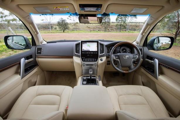 2016-toyota-landcruiser-200-series-facelift-interior