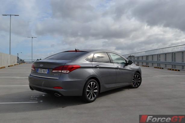 2015-hyundai-i40-sedan-rear-quarter2