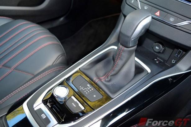 2015 Peugeot 308 GT centre console