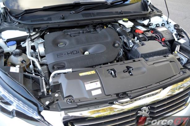 2015 Peugeot 308 GT eHDI diesel engine