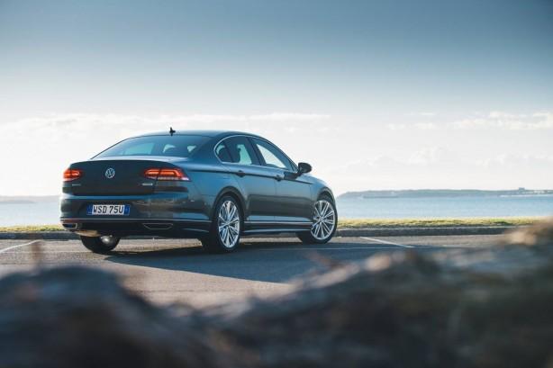 2016 Volkswagen Passat Highline rear quarter