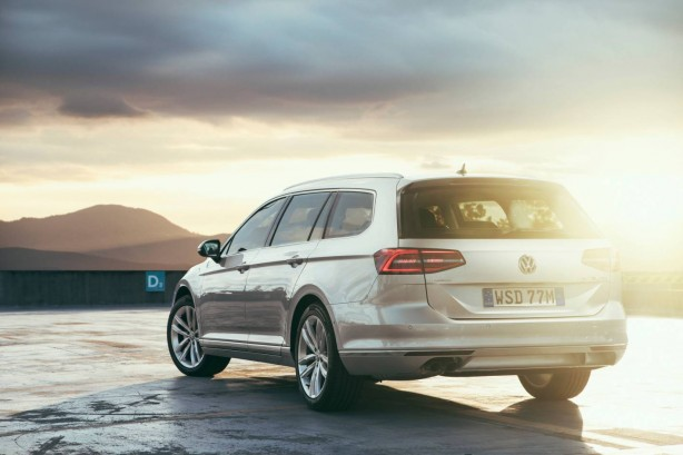 2016 Volkswagen Passat Wagon rear quarter