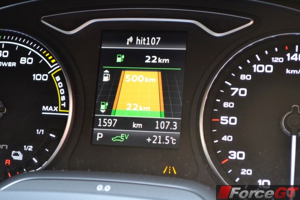 2015 Audi A3 e-tron Sportback multi-info display