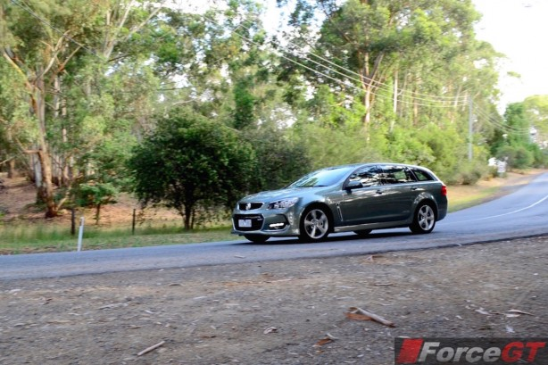 2015 Holden VFII Commodore Sportswagon front quarter-1