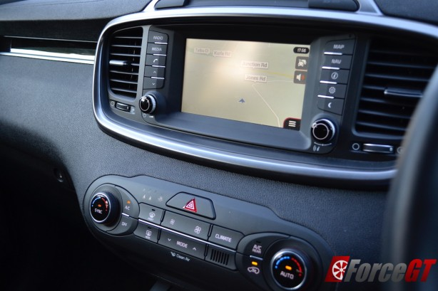 2015 kia sorento 7-inch touchscreen