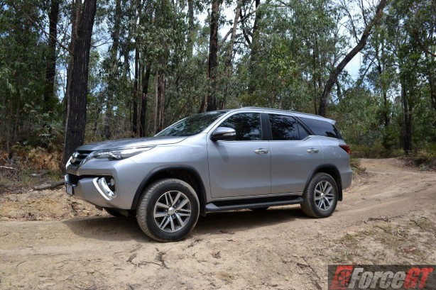 2016-toyota-fortuner-side2