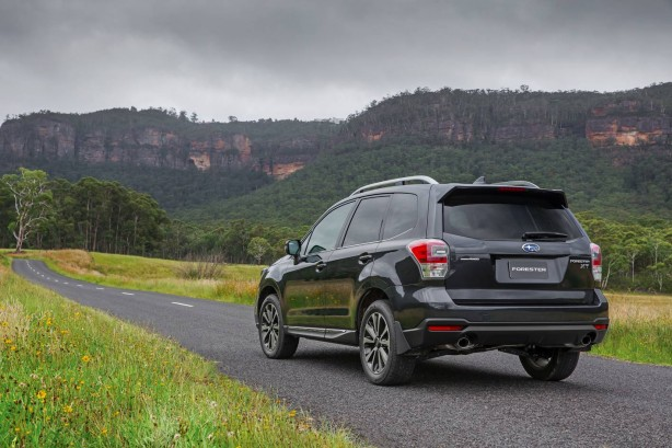 subaru cars news-2016-subaru-forrester-rear