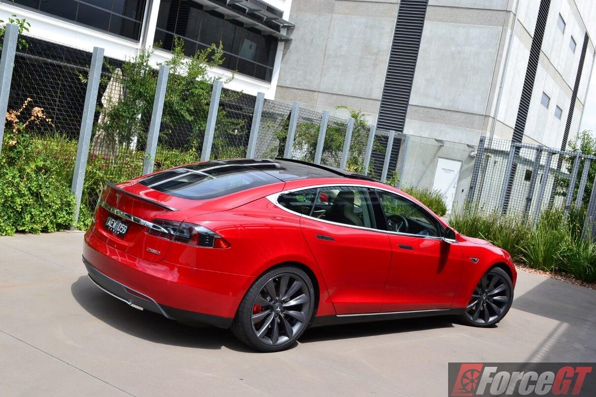 2016 Tesla Model S P90d Rear Quarter2