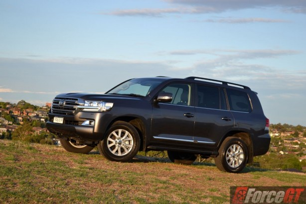 2016-toyota-landcruiser-sahara-side