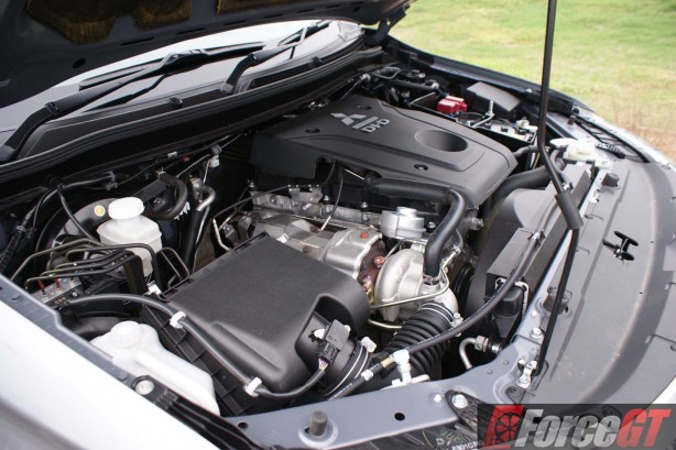 Mitsubishi-Cars-Review-Triton-GLS-2016-AT - 35-enginebay