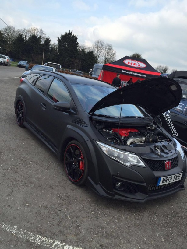 honda civic type r tourer front quarter