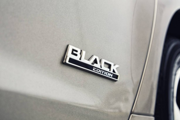 2016 holden commodore black badge