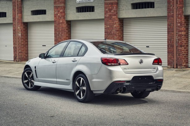 2016 holden commodore black rear quarter