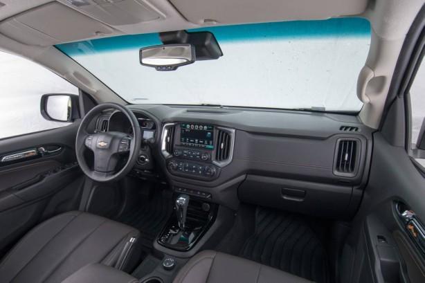 2017-holden-colorado-facelift-interior