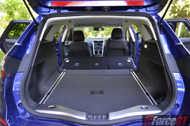 2016 ford mondeo trend wagon expanded luggage space