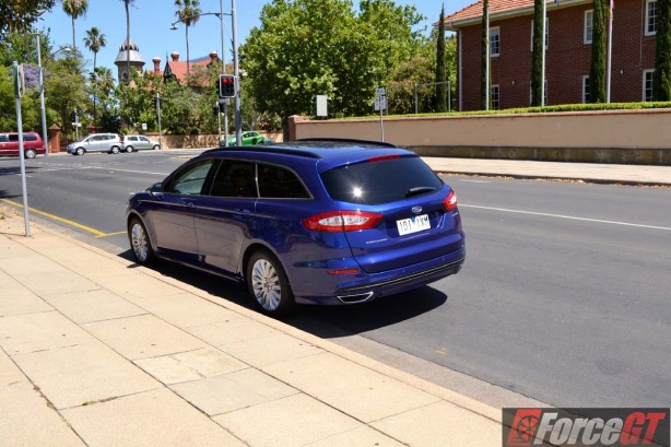 2016 ford mondeo trend wagon rear quarter