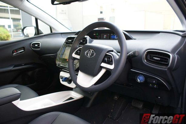 2016-toyota-prius-review-itech-australia-forcegt-hybrid-car-dash