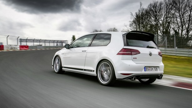 2016 volkswagen golf gti clubsport s rear quarter
