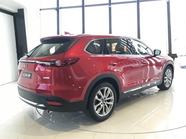2017-mazda-cx-9-rear-quarter