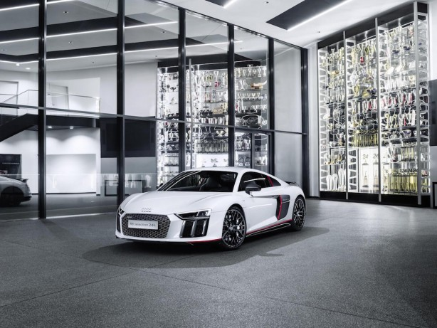 audi r8 v10 plus selection 24h front quarter