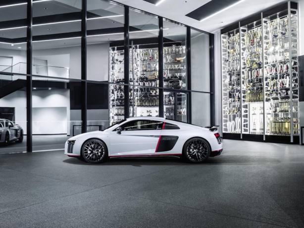 audi r8 v10 plus selection 24h side