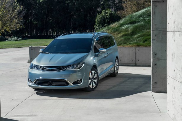 forcegt-fca-google-partnership-autonomous-minivan-front