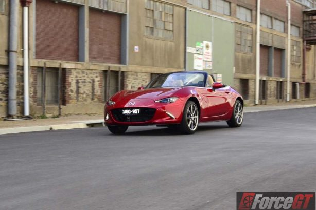 2016 mazda mx-5 roadster front quarter motion