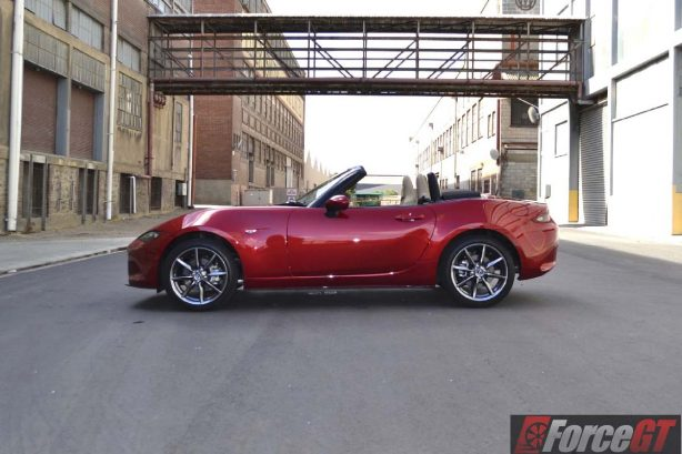 2016 mazda mx-5 roadster side