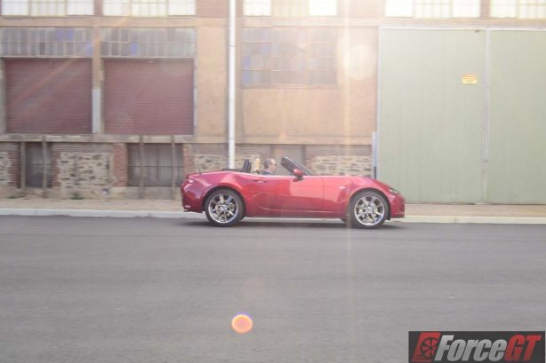 2016 mazda mx-5 roadster side motion-1