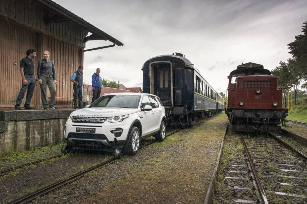land-rover-discovery-sport-tows-train-2