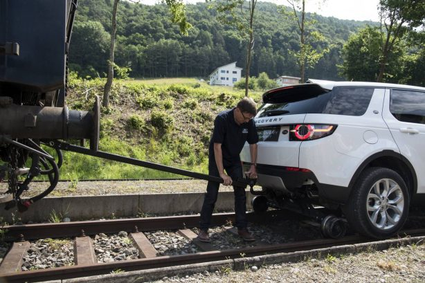 land-rover-discovery-sport-tows-train-3