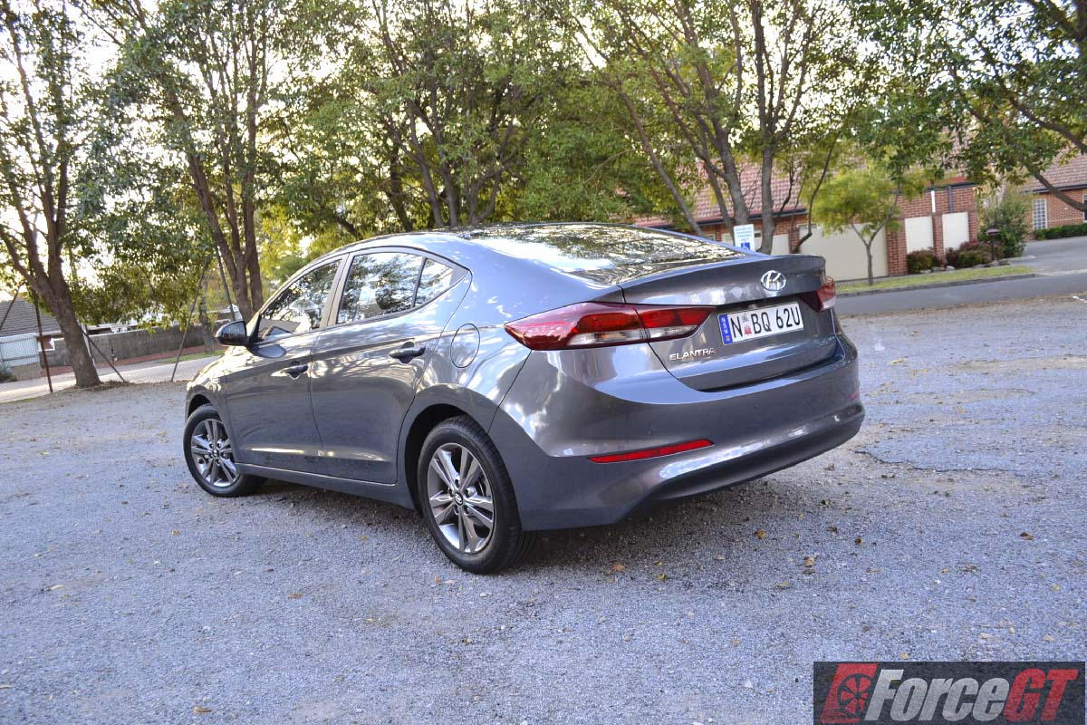 hyundai elantra review