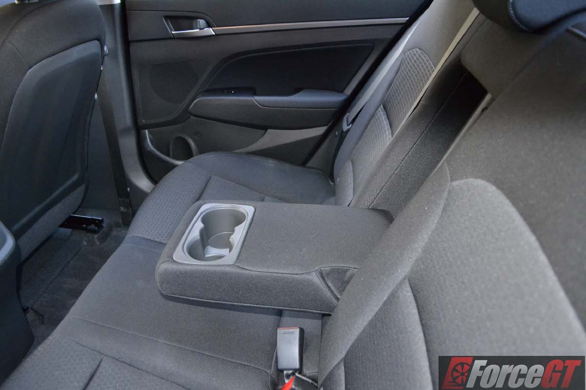 Mazda3 Vs Hyundai Elantra >> 2016 Hyundai Elantra Review