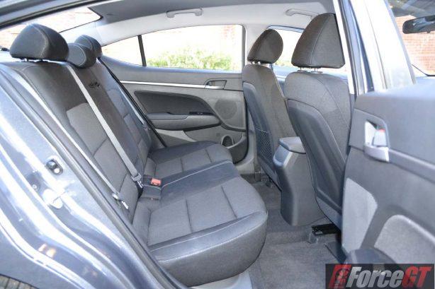 2016 hyundai elantra rear seat legroom