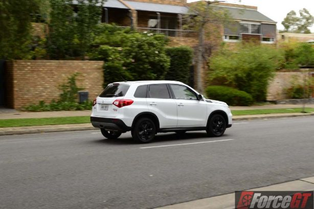 2016 suzuki vitara s-turbo rear quarter motion