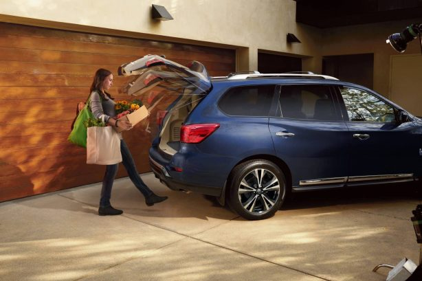 2017 nissan pathfinder motion activated tailgate