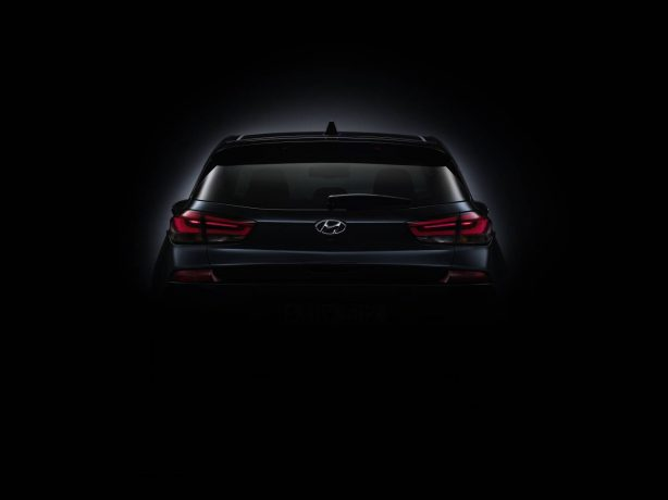 2017-hyundai-i30-teaser-rear