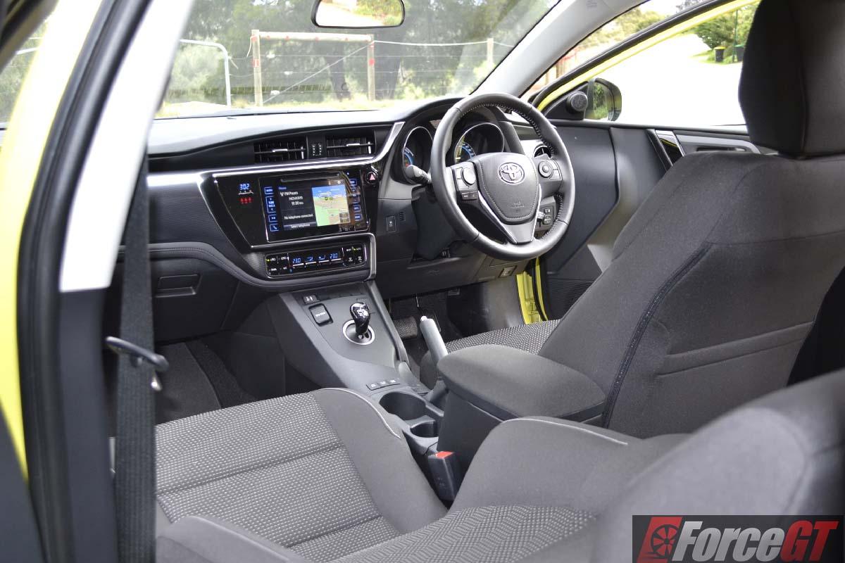 Toyota Corolla Battery >> 2016 Toyota Corolla Hybrid Review
