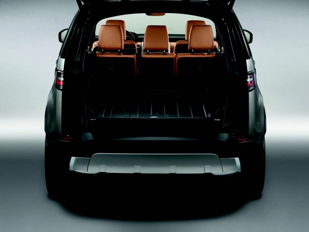 2017-land-rover-discovery-boot-space