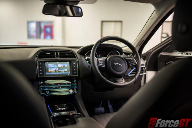 2016-jaguar-f-pace-dashboard