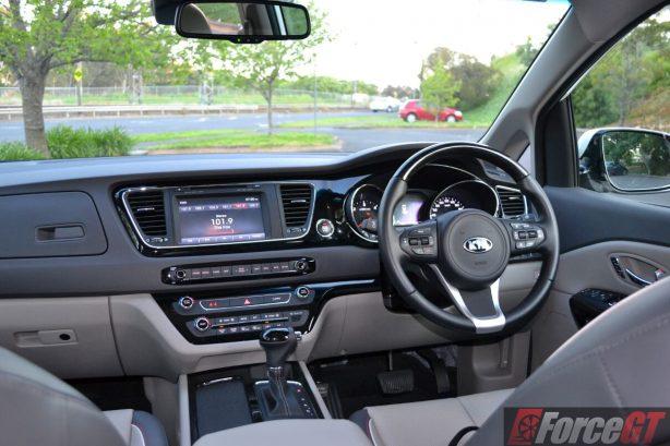 2016-kia-carnival-diesel-platinum-dashboard