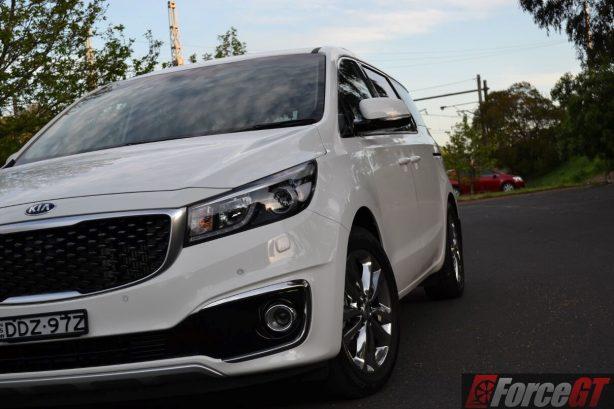 2016-kia-carnival-diesel-platinum-headlight