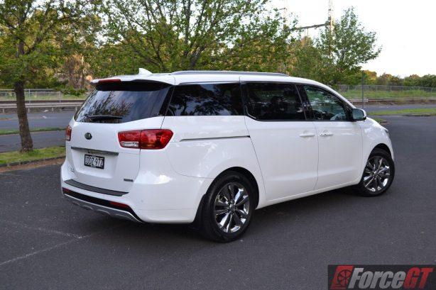 2016-kia-carnival-diesel-platinum-rear-quarter