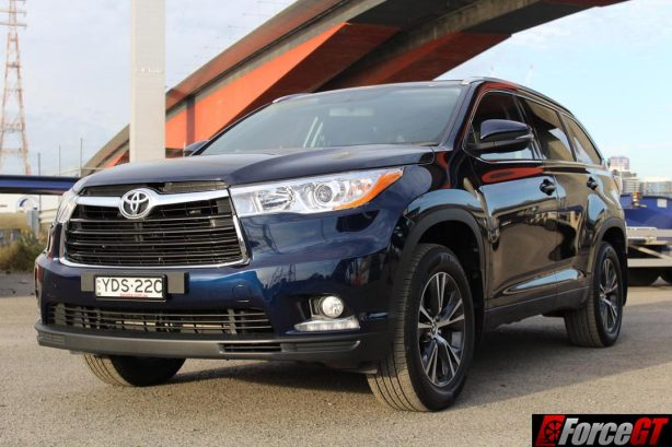 2016_toyota_kluger_front_qtr