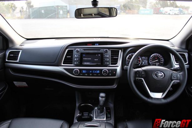 2016_toyota_kluger_interior_dashboard_2