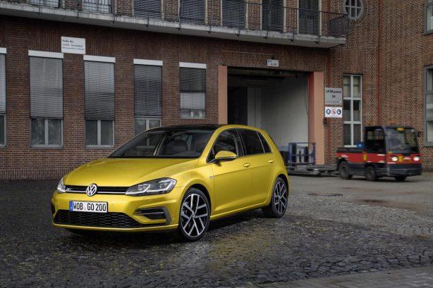 2017-volkswagen-golf-facelift-r-line-front-quarter