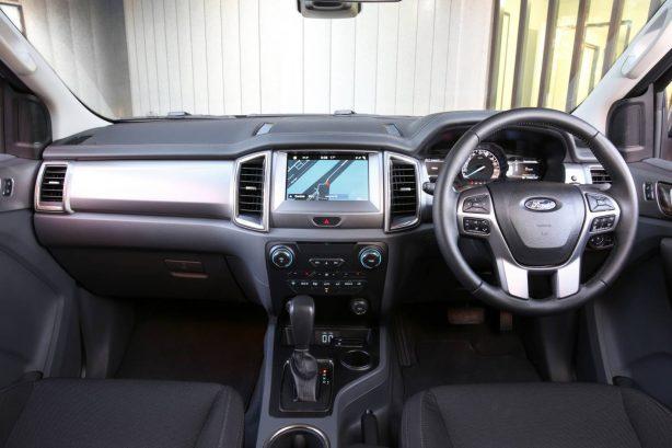 2017-ford-everest-rwd-interior