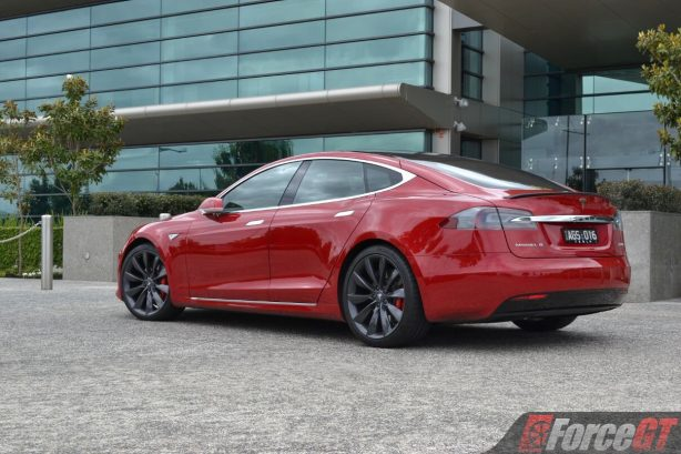 2017-tesla-model-s-facelift-p90d-rear-quarter